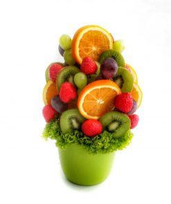 je plná okrúhlych pomarančov a kivy. Celú atmosféru tejto veselej ovocnej kytice dotvárajú sladučké jahody.