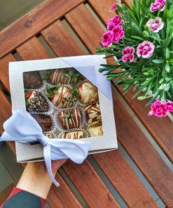Luxusná bonboniéra od FRESH SNACK Trenčín plná ovocia a čokolády