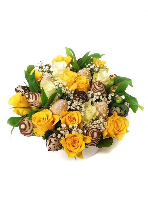 """Luxusný box z kvetov a jahôd """"Katka"""" - 4 veľkosti (kruh/srdce)"""